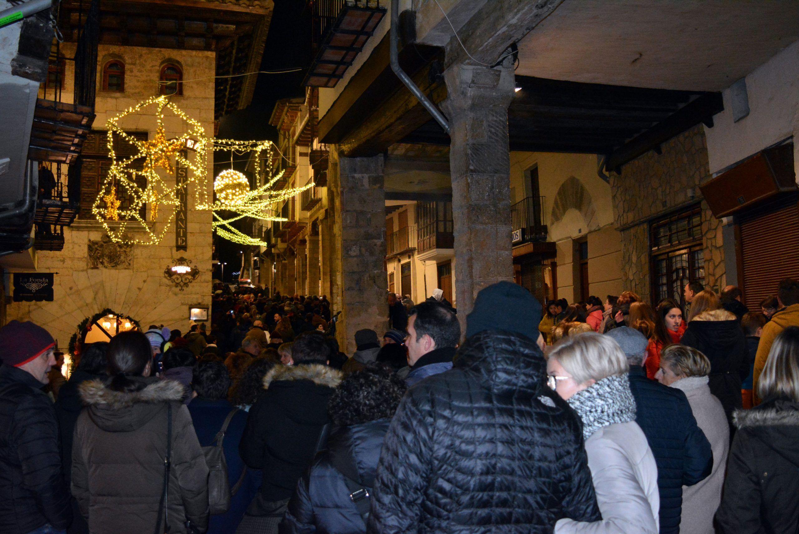 Morella encén les llums de Nadal en una gran festa de suport a albergar les campanades de Ferrero Rocher i Telecinco