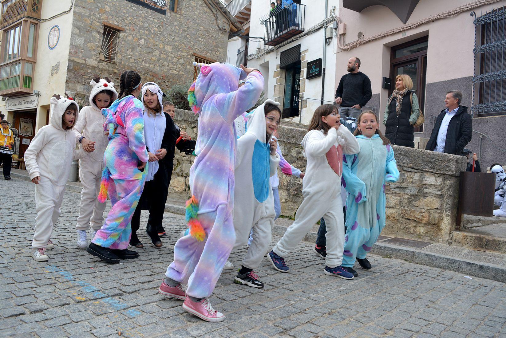 El Carnestoltes concentra més de 2.000 persones pels carrers de Morella