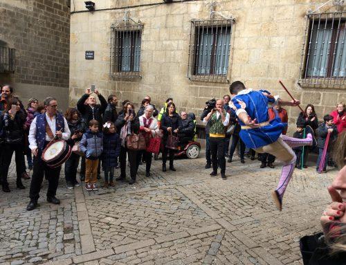 Els Torneros del 54 Sexenni dansen a Sos del Rey Católico