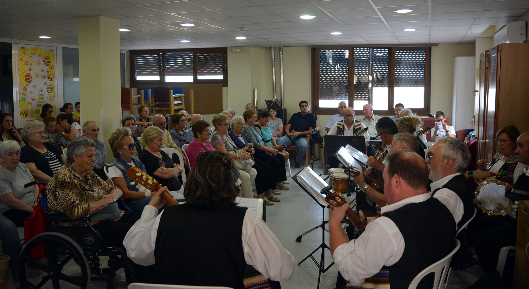 Festa dels 10 anys del Centre de Dia de Morella amb concert de la Rondalla
